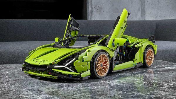 The scale model of the Lego Technic Lamborghini Sian FKP 37 has 3696 pieces.
