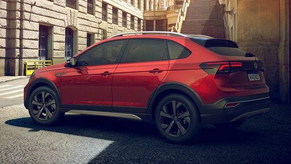 It is the first SUV of Volkswagen sports lines and the second of the group after the Audi Q3 Sportback.