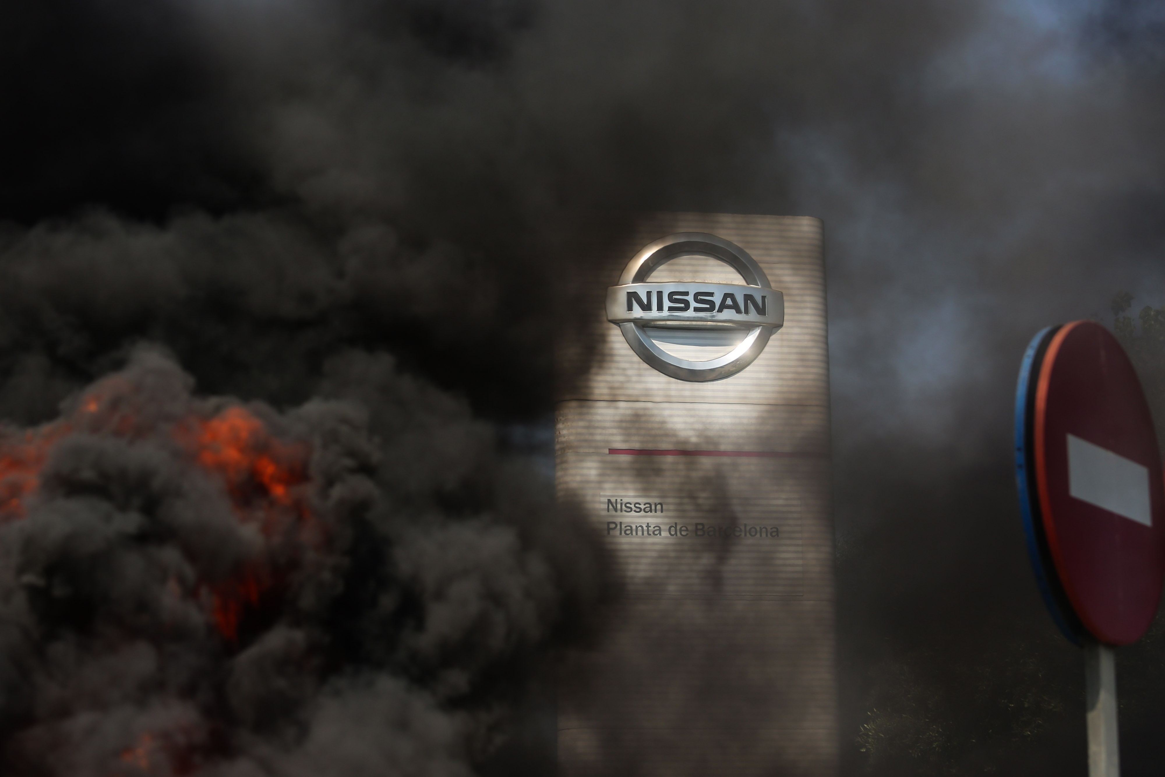 Nissan Motor has decided to close its factory in Spain's Barcelona from December, resulting in the loss of about 3,000 jobs as part of a worldwide restructuring plan. As demonstrators protested outside the company's factory against the closure, they burnt tires which caused smoke. (Bloomberg)