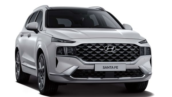 The new 2020 Hyundai Santa Fe SUV with a re-designed front face looks very different from the outgoing model.