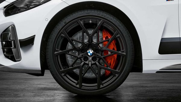 The red brake calipers are offered as an option for the M Performance Braking system for the first time paired with Y-spoke alloy wheels.