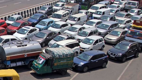 Heavy vehicular traffic was witnessed at the DND, Kalindi Kunj-Noida, Ghazipur-Delhi and Delhi-Gurugram borders leading to long queues. (File photo