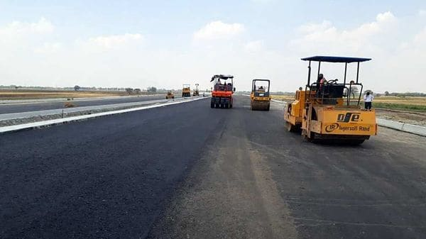 When ready, the Delhi-Mumbai Expressway will cut down the distance between the two cities by 280 kms. (File photo)