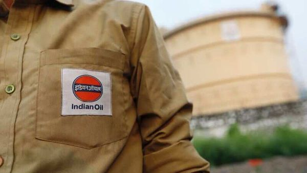 FILE PHOTO: An Indian Oil tanker driver waits outside a fuel depot in Mumbai, India, October 6, 2017. REUTERS/ Danish Siddiqui/File photo (REUTERS)