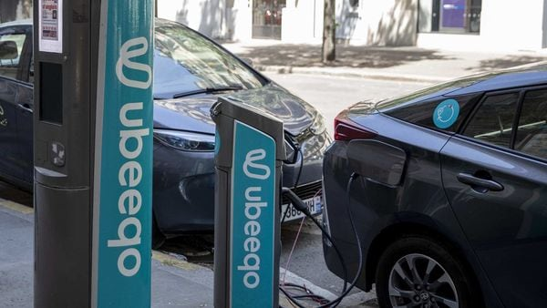 Electric automobiles charging at Ubeeqo SAS electric vehicle charge stations in Paris, France. (Representational photo) (Bloomberg)