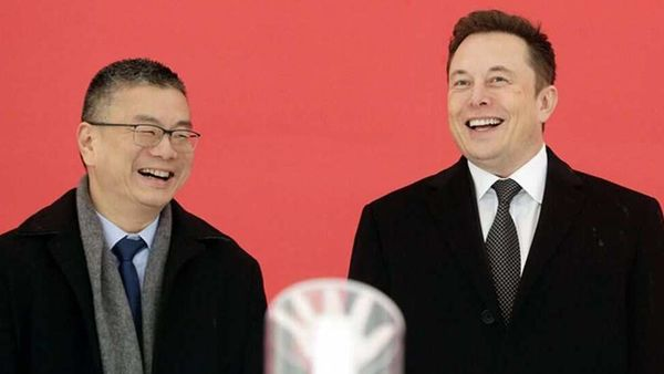 Robin Ren, left, and Elon Musk, in 2019. Photographer: Qilai Shen/Bloomberg