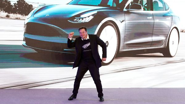 Tesla share prices soared beyond $ 1,000 on June 10 after he reportedly decided to ramp up production of Tesla Semi trucks. (File photo) (REUTERS)