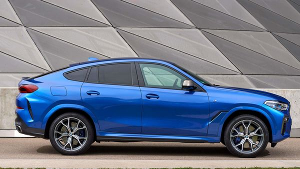 Compared to its predecessor, the all-new BMW X6 has grown in terms of length (26 mm), width (15mm) and wheelbase (42mm). At the same time, overall height has been reduced by 6 mm. It also gets 20-inch light alloy wheels.