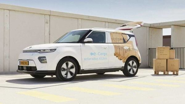 With the special cargo conversion kit, any e-Soul can be converted into a delivery van.