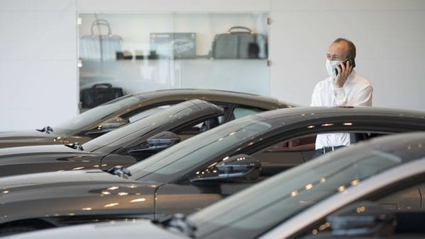 Americans queue up at car showrooms again, shun safe digital way to buy new  cars