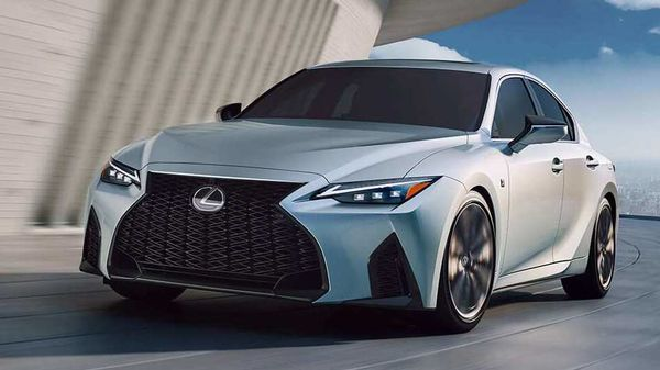 The new Lexus IS 2021 sedan includes compatibility not only with Apple CarPlay but also with Android Auto.
