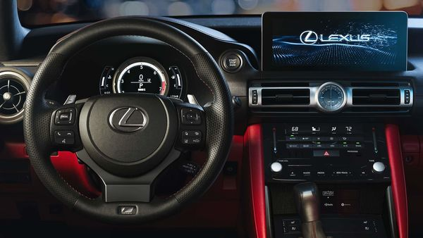 The multimedia system features a new touchscreen and is compatible with SmartDeviceLink, Apple CarPlay, and Android Auto.