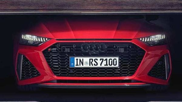 The wider proportion and the aggressive front face of the 2020 RS7 makes it stand out from the A7 cars.
