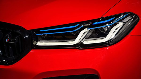 New L-shaped light tubes within the slimmer, redesigned LED headlights give a more focused, modern appearance to the M5.