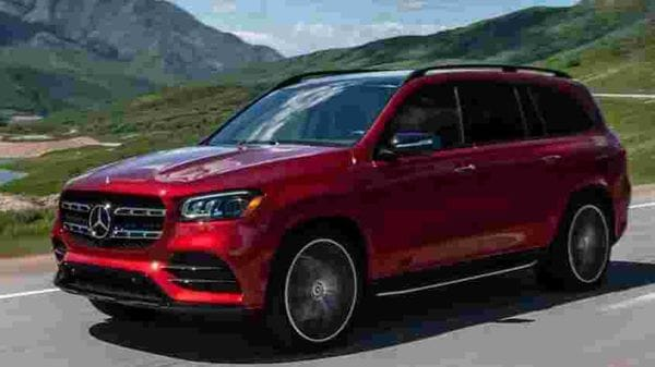 The new GLS has now grown bigger for 2020. It is 77 mm longer as well as 22 mm wider. Its wheel base has also been stretched by 60 mm. Thanks to these tweaks, the SUV now has a more space in the second row and an even roomier cabin overall. The vehicle sits on new 21-inch alloys.