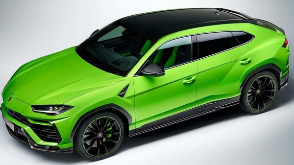 The exterior of the 2021 Urus will come in two-tones with a bright base color complementing a black roof.