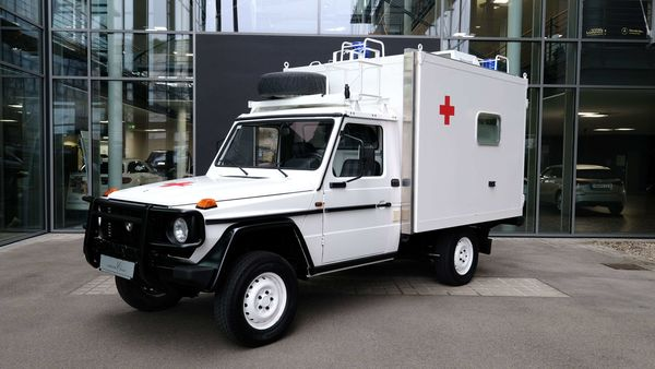 Puc 290 GD ambulance. (Photo courtesy: Lorinser Classic)