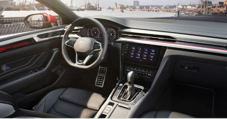 The 2021 Volkswagen Arteon is a connected car. It wears a Volkswagen Digital Cockpit Pro digital instrument cluster to a 9.2-inch touch screen to operate the Discover Pro infotainment system that allows access to all kinds of online digital services.