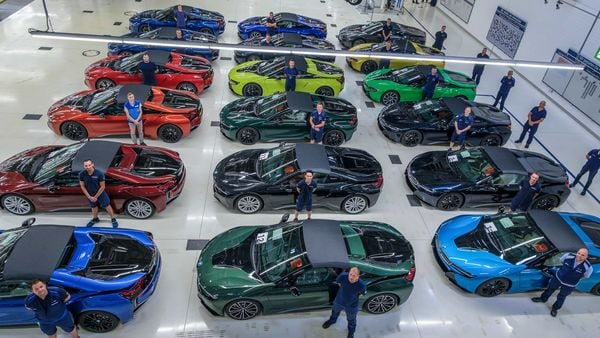 Last 18 Bmw I8 Hybrid Sports Cars Roll Out Of Leipzig Factory In Germany