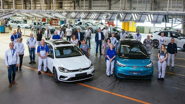 The last Volkswagen car with a combustion engine left the assembly line at the Zwickau car factory on Friday.