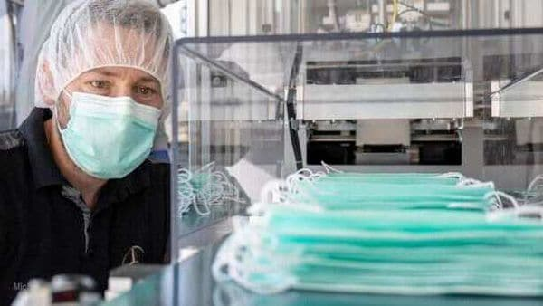 Flexible and proactive in times of COVID-19: Mercedes-Benz starts own production of mouth and nose masks at the Sindelfingen plant.