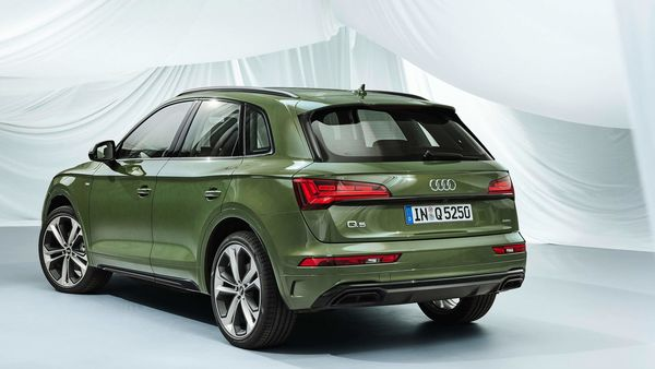 The new Q5 will also make use of the third-generation Modular Infotainment Platform or MIB 3 which claims to offer ten times the computing speed of the MIB 2. A head-up display (HUD) will also be available as an option while the 10.1-inch MMI touch display at the center of the dashboard will come as standard.