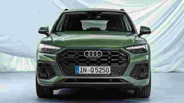 The changes at the front are marked by an octagonal single frame which is wider to look at than before. The DRLs above the LED headlights have been redesigned and the profile has been given a muscular yet sharp makeover.