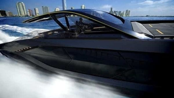 The striking feature of Tecnomar for Lamborghini 63 are its speed and the dynamism of lightweight engineering. The first boat will be available at the beginning of 2021.