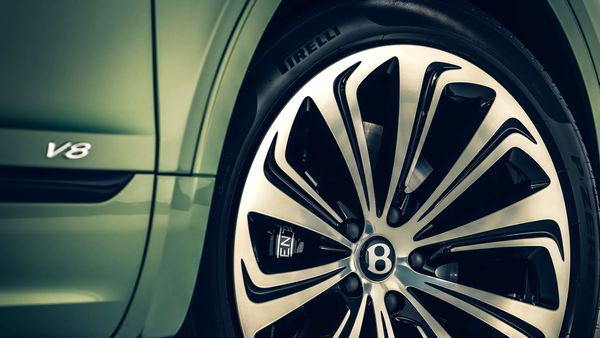 A striking new 22-inch wheel design is available in two finishes, expanding the number of available wheel designs to five – all of which are unique to Bentley.