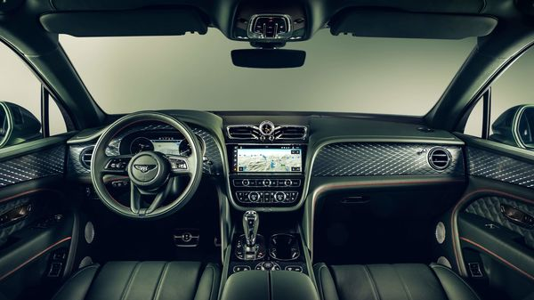 A next generation infotainment system is integrated seamlessly into the handcrafted, Bentley 'wing' dashboard design and features a 10.9-inch display screen with edge-to-edge graphics. The all-new digital display includes super high-resolution and dynamic graphics which are configurable to suit driver preferences.