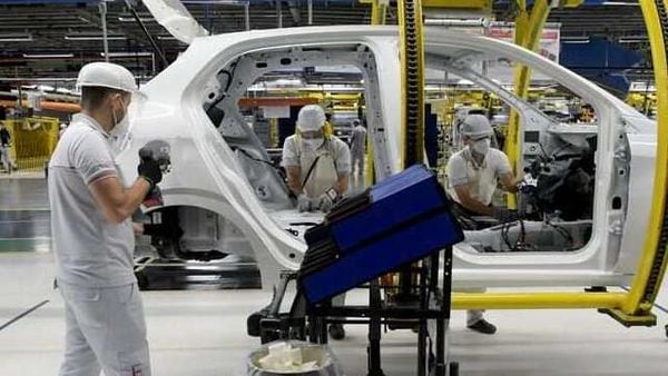 Fiat Chrysler Automobiles assembly workers seen at an assembly plant during coronavirus pandemic. (File photo) (REUTERS)