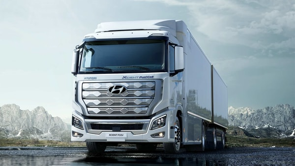 Hyundai Xcient fuel cell heavy-duty truck is powered by 190-kW hydrogen fuel cell system.