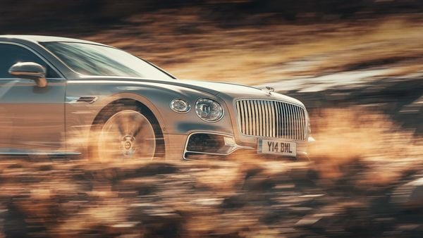 Bentley Flying Spur will now be offered in three new colour schemes.