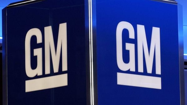 General Motors' efforts to take a rival to task for allegedly inflating its labor costs suffered a major blow with the dismissal of its racketeering lawsuit against Fiat Chrysler. (AFP)