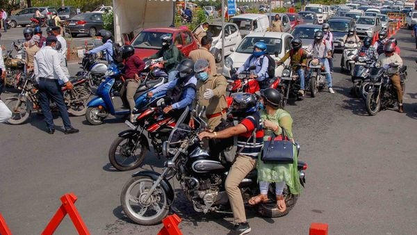 Traffic congestion at Delhi-Noida Direct (DND) flyway that connects south Delhi with Noida, as police were allowing only pass-bearers to enter Noida on June 1. (File photo) (PTI)