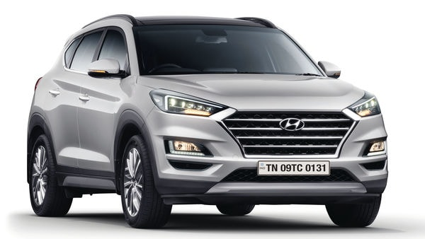 The 2020 Tucson gets several visual upgrades on the outside. There is a more imposing cascading front grille, sharper LED head lights, reworked fog lights, redesigned tail lights and all-new 18-inch diamond-cut alloys.