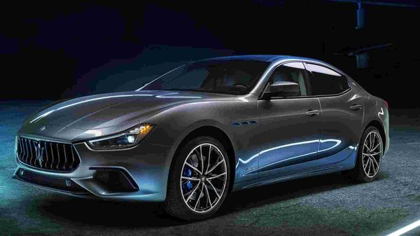 Italian car manufacturer Maserati has unveiled the first electrified model in its history - the Ghibli Hybrid sedan. The new model is ready to replace the diesel version by the end of the year.