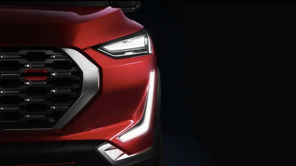 The concept version of Magnite sports an imposing front grille, sharp head light units, eye-catchy inverted boomerang-shaped DRLs, floating back roofline and svelte LED tail lights.