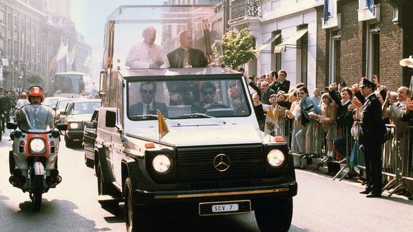 Mercedes-benz 230 G-Class based Popemobile