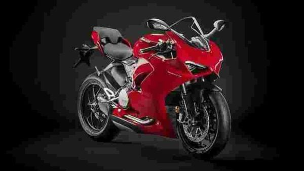 Ducati Panigale V2 is a successor to the Panigale 959.