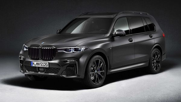 What separates the BMW X7 Dark Shadow edition from the other X7 models is the special paint finish in Frozen Arctic Grey metallic used for the first time in any X models.