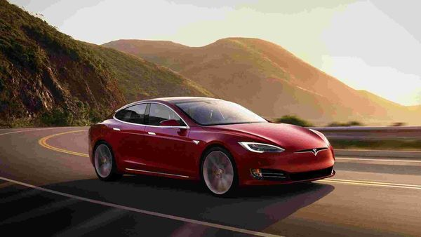 Cars like Tesla Model S highlight battery range more than anything else because this is a key factor for customers when buying an EV.
