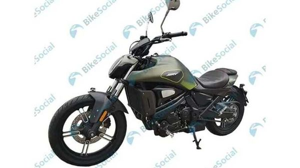 QJMotor SRV500 is based on the Benelli 502S. Image Credits: Bennetts.co.uk