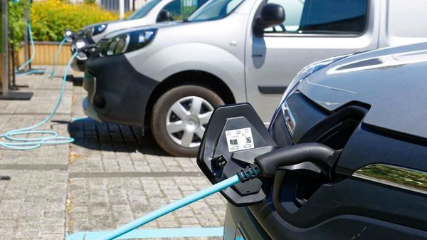 In the first half of 2020, the French manufacturer was the number one e-car provider on the European market with just under 42,000 units.
