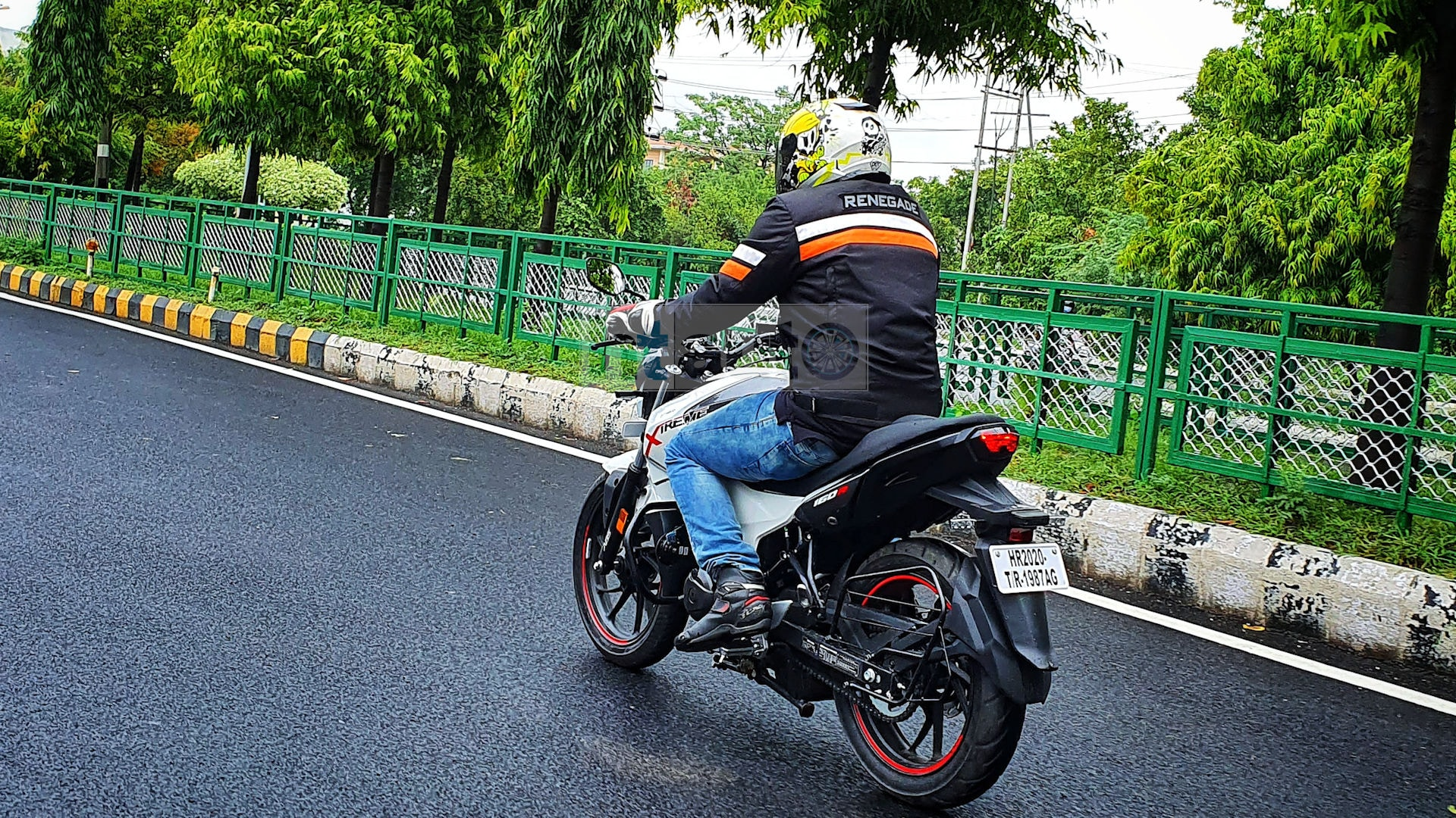 Hero Xtreme 160R has all the right ingredients that make it a strong contender in its segment. Its pricing starts at just under  <span class='webrupee'>₹</span>1 lakh (ex-showroom). Picture Courtesy: Sabyasachi Dasgupta