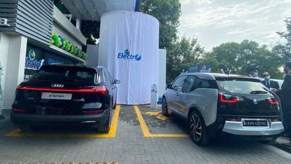 A BMW I3 and an Audi E-tron being charged at PSO Electro Charging Station. (Photo courtesy: Twitter/@PSOPakistan)