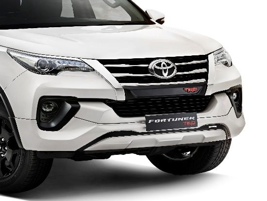 On the outside, the Fortuneer TRD model gets Dusk Sensing Bi-Beam LED projector headlamps with LED DRLs, dual-tone stylish exterior and rugged charcoal black R18 TRD alloy wheels.