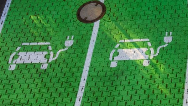 Electric car stencil symbols (Bloomberg)