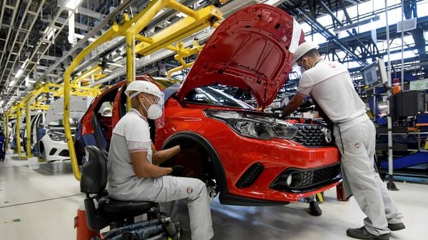 Fiat has asked a US federal judge to dismiss a request from General Motors to reinstate a racketeering lawsuit against its rival. (REUTERS)