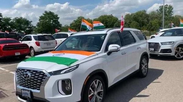 Tiranga Car Rally started from Radio India (York Business Center) Surrey to Vancouver. Image Credits: Twitter/ India in Canada @HCI_Ottawa